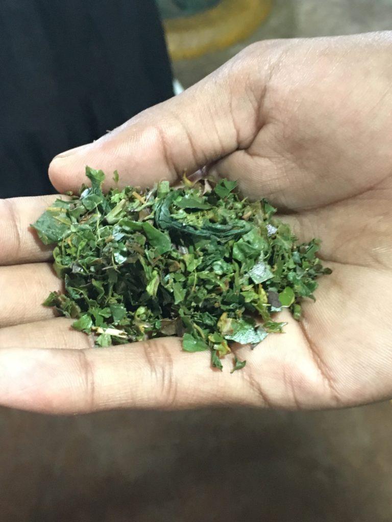 In den Teefabriken in Sri Lanka wird noch mit traditionellen Geräten gearbeitet