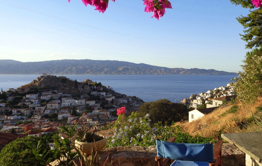 Griechenland - SARONIC ISLANDS - HYDRA - Chora - Villa Antonis - View from the terrace of the ocean and the hilly landscape