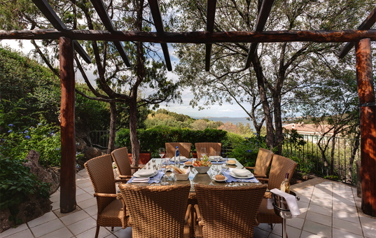 Italien - SARDINIA - Baja Sardinia - Villa Iris - Covered terrace  with sea view Villa Sardegna