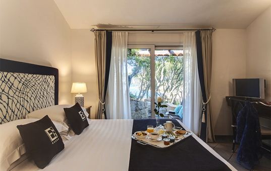 Italien - SARDINIA - Baja Sardinia - Villa Bouganville - Masterbedroom in villa Sardegna