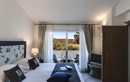 Italien - SARDINIA - Baja Sardinia - Villa Gardenia - Large bedroom with terrace villa Sardegna