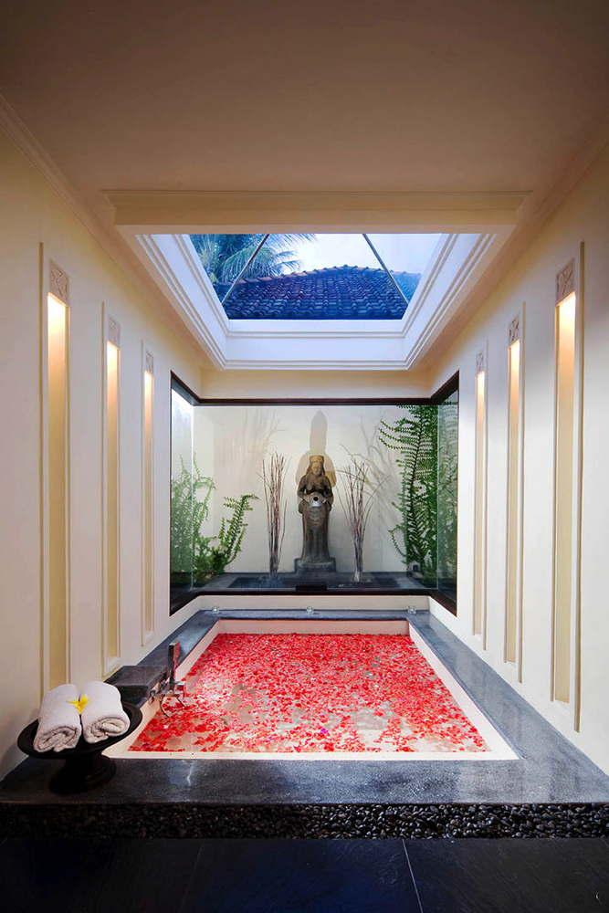 exklusive luxusvilla auf bali mieten mit pool und serviceteam. Black Bedroom Furniture Sets. Home Design Ideas