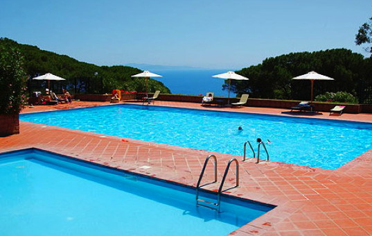 <a href='/holiday-villa/italy.html'>ITALY</a> - <a href='/holiday-villa/italy/tuscany.html'>TUSCANY</a>  - <a href='/holiday-villa/italy/elba.html'>ELBA</a> - Costa dei Gabbiani - Costa dei Gabbiani/Apartment - Two pools with seaview