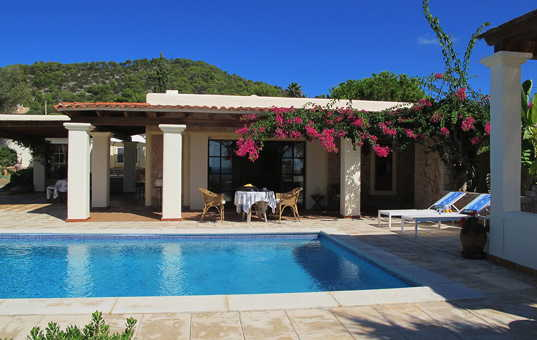 <a href='/holiday-villa/spain.html'>SPAIN</a> - <a href='/finca/spain/balearic-islands.html'>BALEARIC ISLANDS</a>  - <a href='/finca/spain/ibiza.html'>IBIZA</a> - Cala Carbo - Can Pelat -