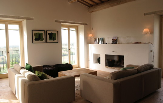 Italien - UMBRIA - Castel Ritaldi - Casa di Vento - living room with fireplace in a design villa