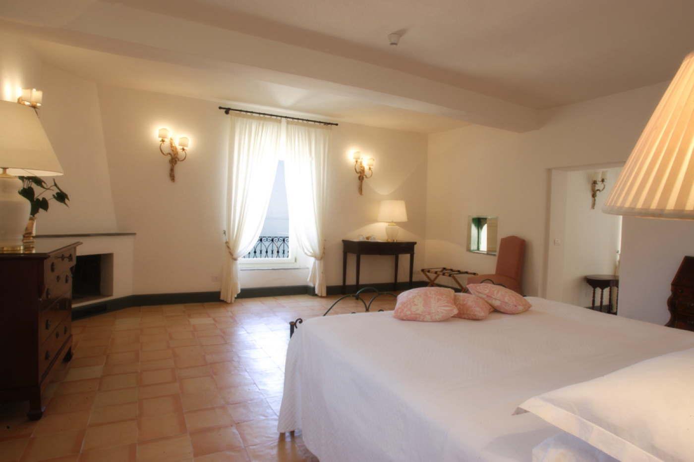 Luxushotel Mit Suiten Direkt Am Meer In Campanien In Italien