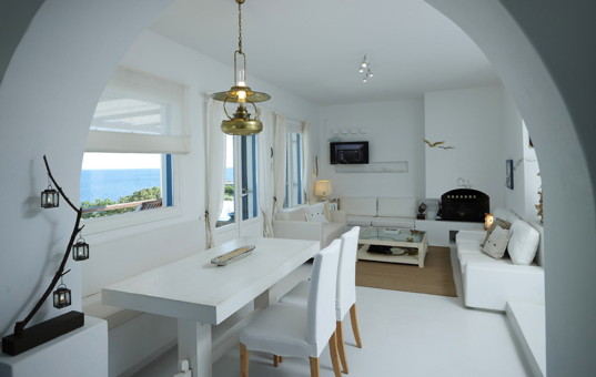 Griechenland - CYCLADES - ANTIPAROS - Agios Giorgos - Villa Manto - Modern livingroom with seaview