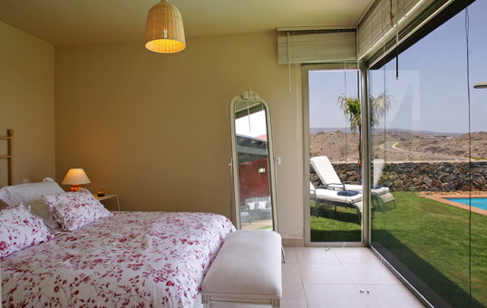 Spanien - CANARY ISLANDS - GRAN CANARIA - San Bartolomè Tirajana - Villa Salobre Master - Double bedroom with view of the garden and pool