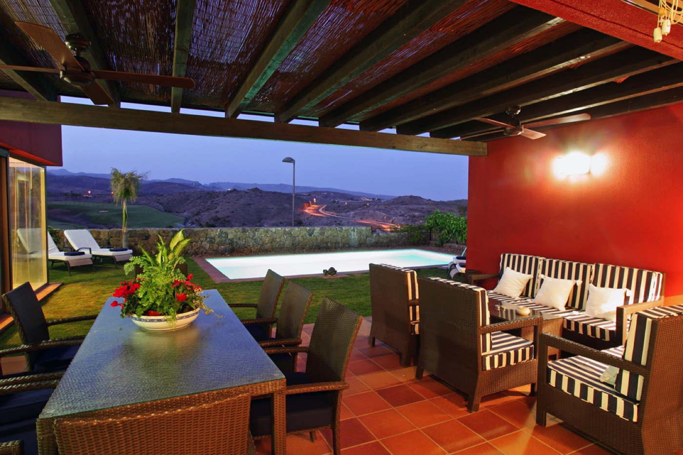 ferienvilla mieten in golfresort mit pool auf gran canaria. Black Bedroom Furniture Sets. Home Design Ideas