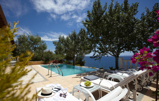 Griechenland - HALKIDIKI - Nikiti - Danai Beach Villas - Terrace with pool and seaview