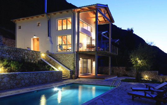 <a href='/holiday-villa/greece.html'>GREECE</a> - <a href='/holiday-villa/greece/ionian-islands.html'>IONIAN ISLANDS</a>  - <a href='/holiday-villa/greece/lefkada.html'>LEFKADA</a> - Lefkas - Spiti Kastro - Villa with balcony and pool