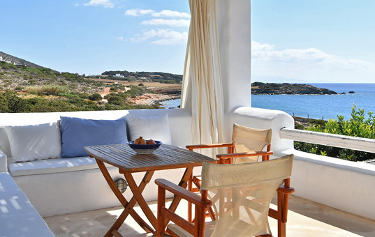 Griechenland - CYCLADES - PAROS - Aliki - Spiti Farangas - terrace with great views
