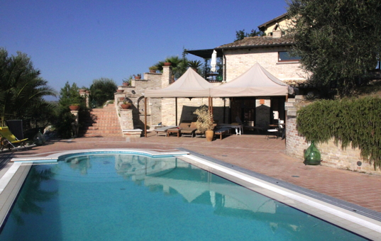 Italien - MARCHE - Monteprandone - Casa Monte - pool in front of the house