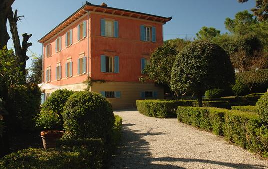 <a href='/holiday-villa/italy.html'>ITALY</a> - <a href='/holiday-villa/italy/tuscany.html'>TUSCANY</a>  - Pozzo delle Chiana - Villa Fontelunga - stylish design hotel in tuscany