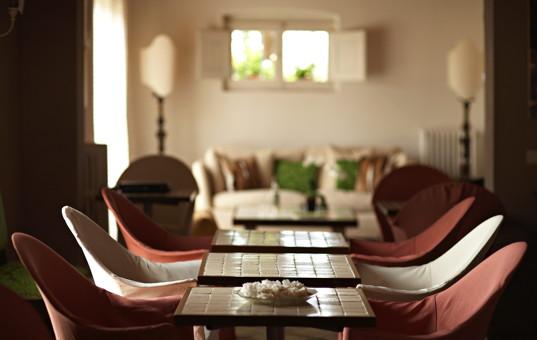 Italien - TUSCANY - Pozzo delle Chiana - Villa Fontelunga - dining area in a design hotel in tuscany