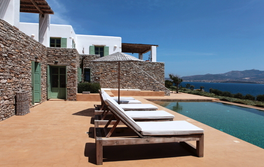 Griechenland - CYCLADES - ANTIPAROS - Soros - Soros Beach Villa 4 - Terrace with pool and sea view