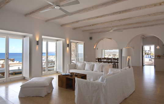 Griechenland - CYCLADES - PAROS - Farangas - Villa Kalimera - livingroom with lovely seaview