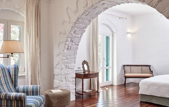 Griechenland - CYCLADES - PAROS - Parasporos Bay - Yria Ktima - sleeping room in cycladic vacation house
