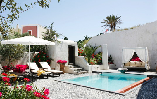<a href='/holiday-villa/greece.html'>GREECE</a> - <a href='/holiday-villa/greece/cyclades.html'>CYCLADES</a>  - <a href='/holiday-villa/greece/santorini.html'>SANTORINI</a> - Megalochori - Mansion Sophia -