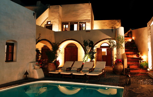 <a href='/holiday-villa/greece.html'>GREECE</a> - <a href='/holiday-villa/greece/cyclades.html'>CYCLADES</a>  - <a href='/holiday-villa/greece/santorini.html'>SANTORINI</a> - Megalochori - Mansion 1878 -