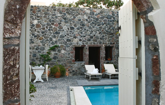 <a href='/holiday-villa/greece.html'>GREECE</a> - <a href='/holiday-villa/greece/cyclades.html'>CYCLADES</a>  - <a href='/holiday-villa/greece/santorini.html'>SANTORINI</a> - Megalochori - Villa Stone House -