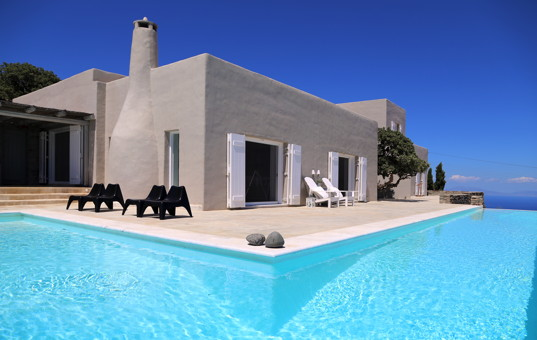 Griechenland - CYCLADES - KEA - Astra - Villa Aristeos - Taupe coloured villa with terrace and large pool with seaview