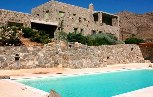 <a href='/holiday-villa/greece.html'>GREECE</a> - <a href='/holiday-villa/greece/cyclades.html'>CYCLADES</a>  - <a href='/holiday-villa/greece/serifos.html'>SERIFOS</a> - Livadi - Villa Nina -