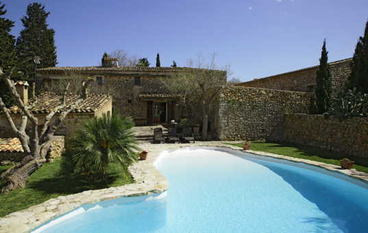 <a href='/holiday-villa/spain.html'>SPAIN</a> - <a href='/finca/spain/balearic-islands.html'>BALEARIC ISLANDS</a>  - <a href='/finca/spain/mallorca.html'>MAJORCA</a> - Buger - Finca Es Rafal - Rustik finca with large pool
