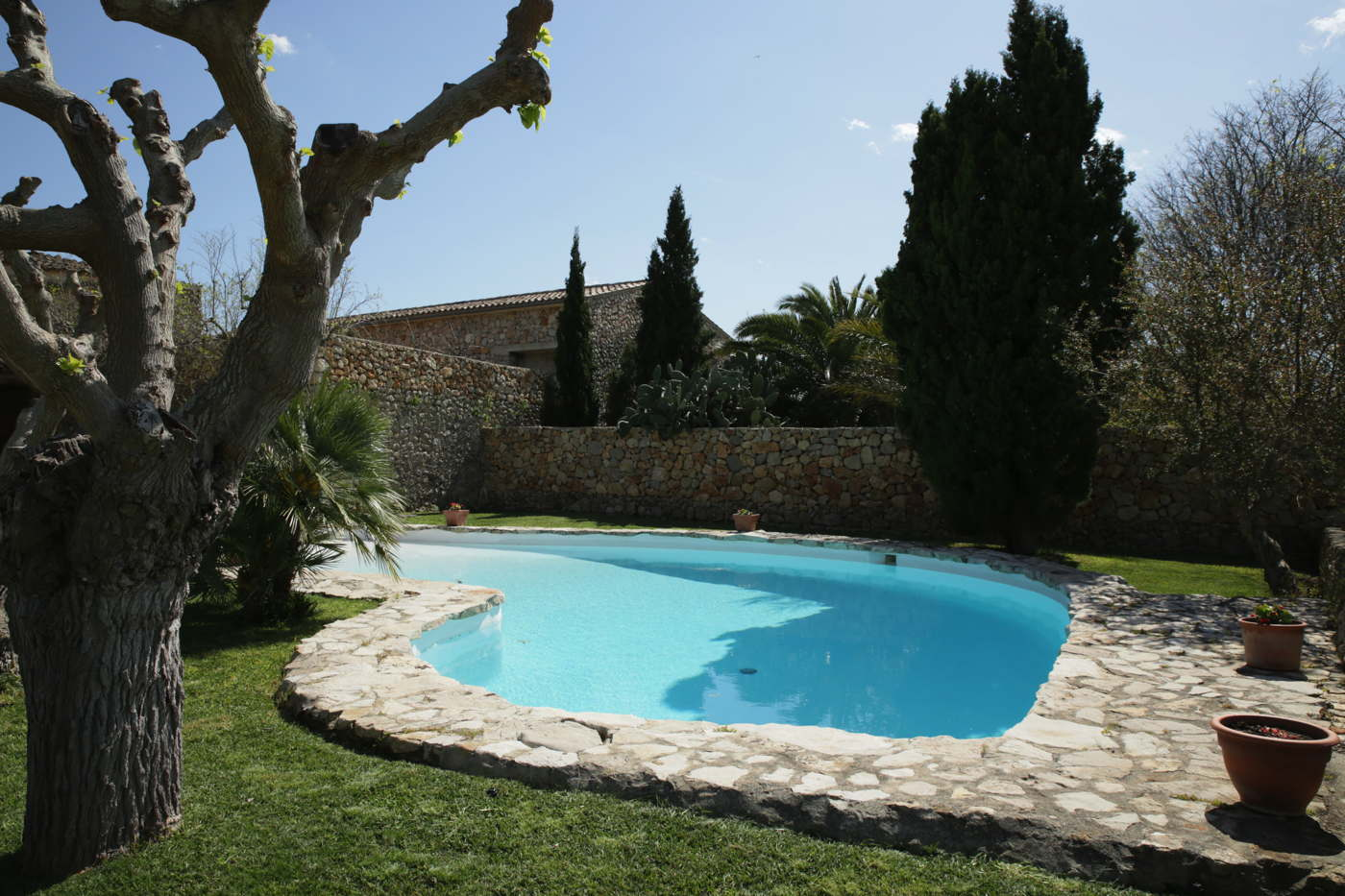 ferien finca mit pool f r 10 personen bei buger mallorca spanien mieten. Black Bedroom Furniture Sets. Home Design Ideas