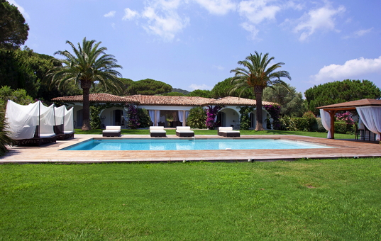 <a href='/holiday-villa/france.html'>FRANCE</a> - <a href='/holiday-villa/france/cote-dazur.html'>COTE D&apos;AZUR</a>  - Ramatuelle - Villa Roc Azur -