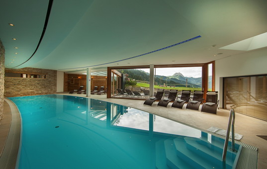 Österreich - TYROL - KITZBÜHEL - Kirchberg - Maierl Alm - indoor pool with mountain view
