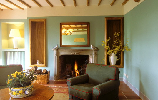 Italien - TUSCANY - Borgo San Felice - Apartment Il Caminetto - living room in a rental in a manor house in tuscany apartment