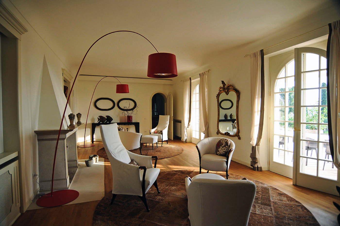ferienvilla mit pool am gardasee mieten domizile reisen. Black Bedroom Furniture Sets. Home Design Ideas