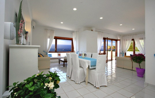 Italien - CAMPANIA - SORRENT - Nerano - Villa Olga - Open living and dining area with sea view