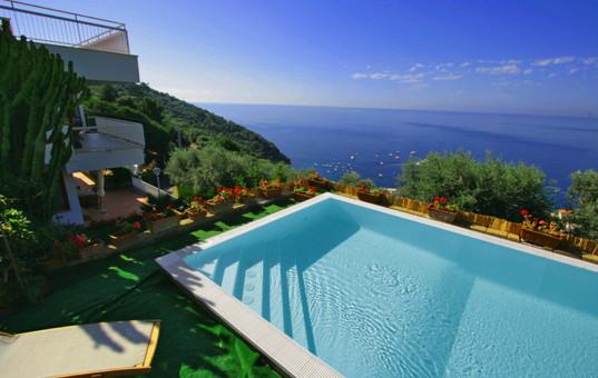 ferienvilla italien luxusurlaub mit domizile reisen. Black Bedroom Furniture Sets. Home Design Ideas