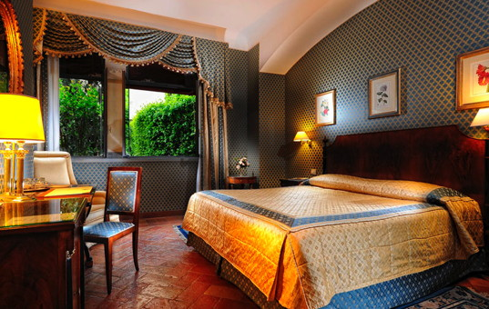 Italien - TUSCANY - Florenz - Hotel Monna Lisa - bedroom of a charming hotel in florence