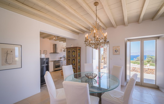 Griechenland - CYCLADES - ANTIPAROS - Soros - Villa Helena 1 - dining room with sea view antiparos