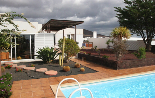 <a href='/holiday-villa/spain.html'>SPAIN</a> - <a href='/holiday-villa/spain/canary-islands.html'>CANARY ISLANDS</a>  - <a href='/holiday-villa/spain/lanzarote.html'>LANZAROTE</a> - Playa Blanca - Las Coloradas - Villa with nice garden and pool