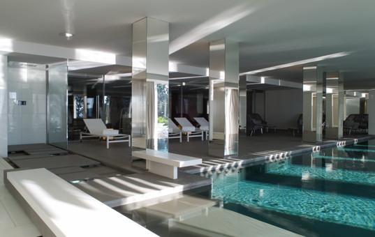 Frankreich - COTE D'AZUR - Ramatuelle - La Réserve Ramatuelle Villas - Modern inside pool