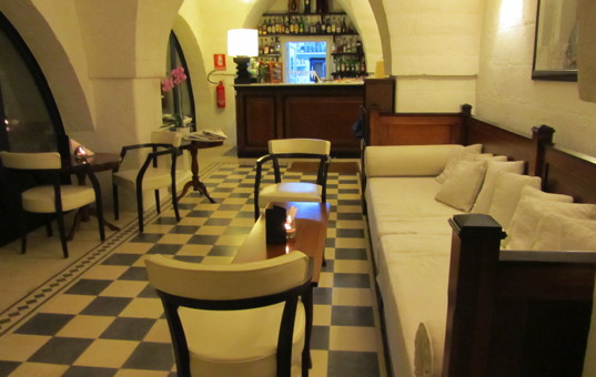 Italien - PUGLIA - Savelletri di Fasano - Masseria Torre Maizza - Bar with sitting area
