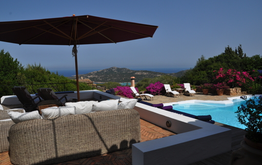 Italien - SARDINIA - Porto Cervo - Casa La Roccia - pool deck with sea views
