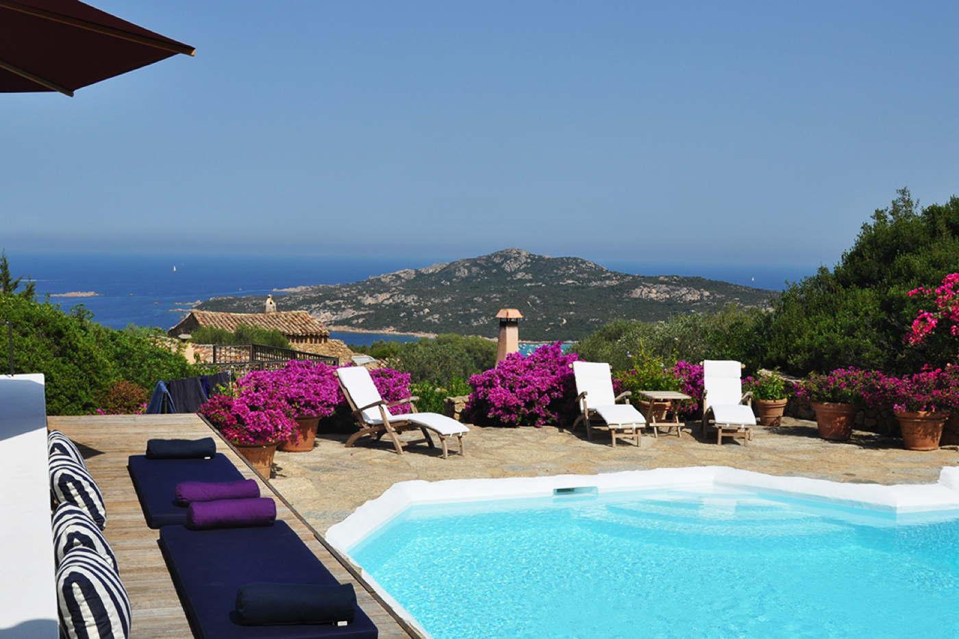 ferienhaus mieten italien ferienvilla mit pool porto cervo. Black Bedroom Furniture Sets. Home Design Ideas