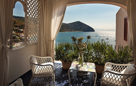 Italien - CAMPANIA - ISCHIA - Sant Angelo - Villa Margherita - Covered terrace with dining area and sea view
