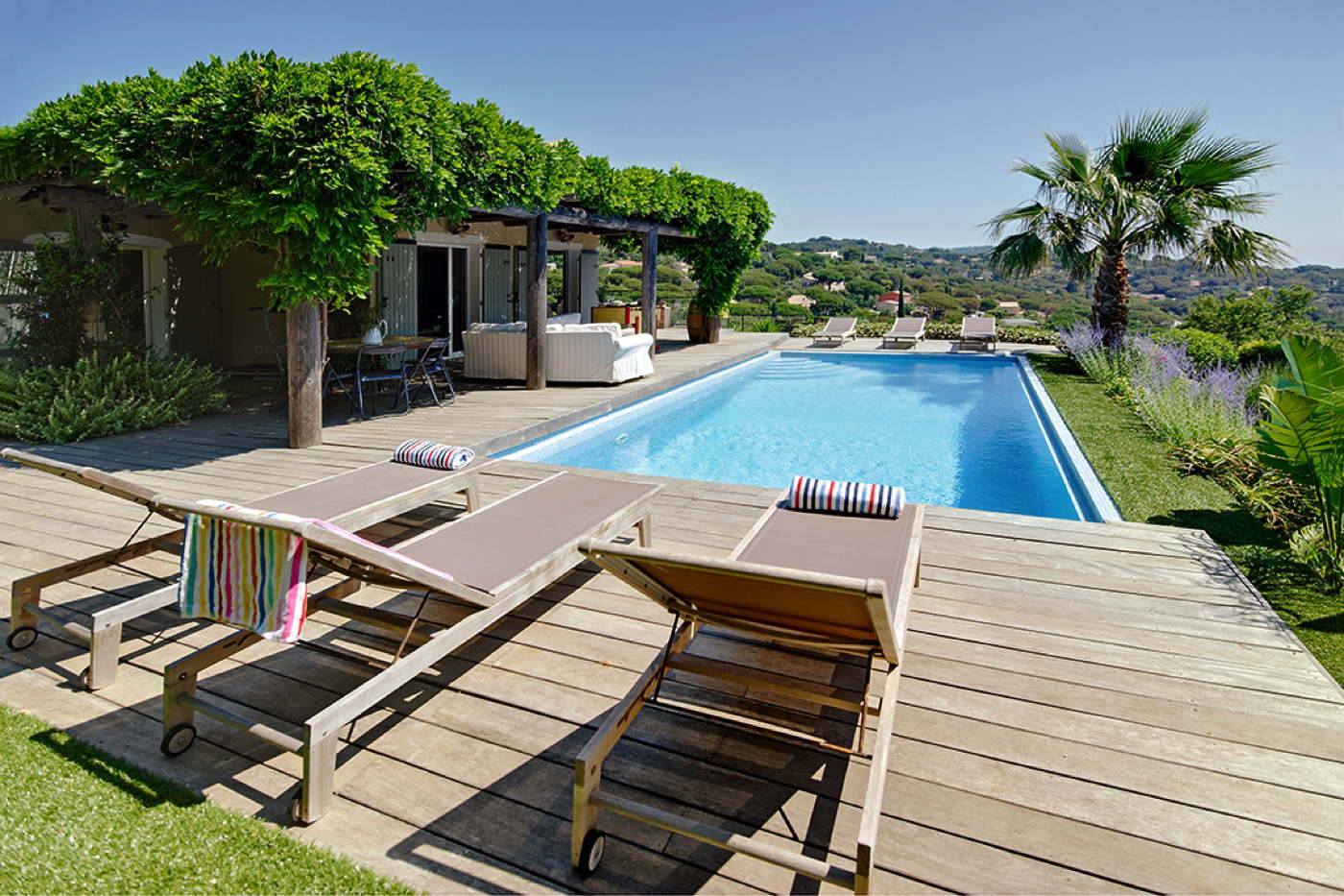 Beachfront holiday rental villa with pool Côte d'Azur France
