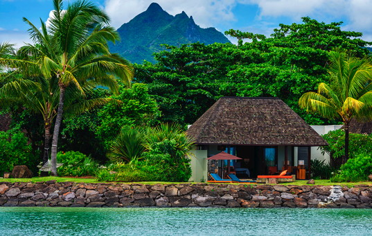 Indischer Ozean - MAURITIUS - Ostküste, Beau Champ - Four Seasons Villas Mauritius - Villa surrounded by lush nature, directly at the sea