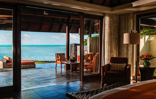Indischer Ozean - MAURITIUS - Ostküste, Beau Champ - Four Seasons Villas Mauritius - Double bedroom with access to terrace and sea view