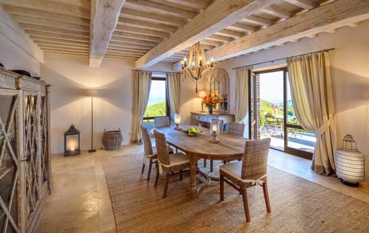Italien - UMBRIA - San Savino di Murlo - Santa Croce - dining area of a luxury villa in umbria