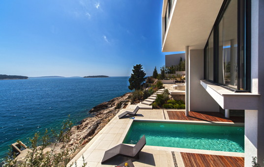 <a href='/holiday-villa/croatia.html'>CROATIA</a> - Dalmatien, Primosten - Golden Ray Villa 1 - Villa directly at the Sea with pool which is partially covered