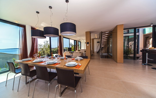 Kroatien - Dalmatien, Primosten - Golden Ray Villa 4 - Large open dining area with large window front and sea view