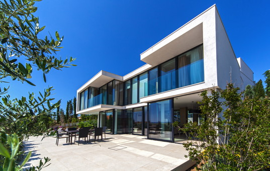 Kroatien - Dalmatien, Primosten - Golden Ray Villa 7 - Large modern villa with large window front and outside dining area